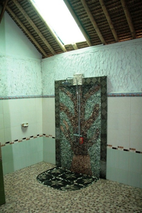 Superbe salle de bain du Sunset Paradise homestay à Gili Air