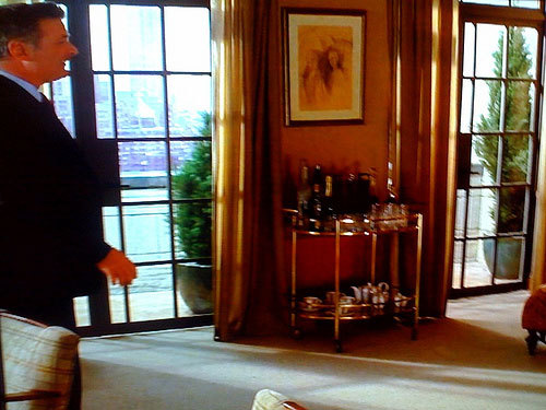 Jack Donaghy Moves Office Wet Bar To A Cart On 30