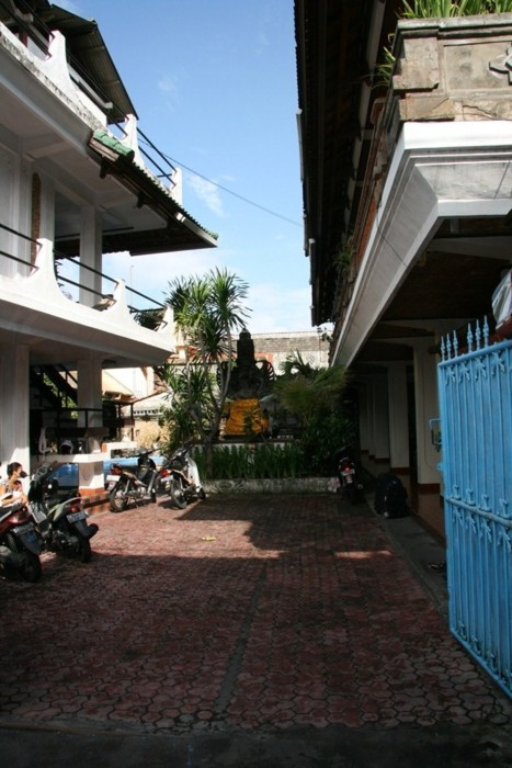La cour du Lima Satu Cottages