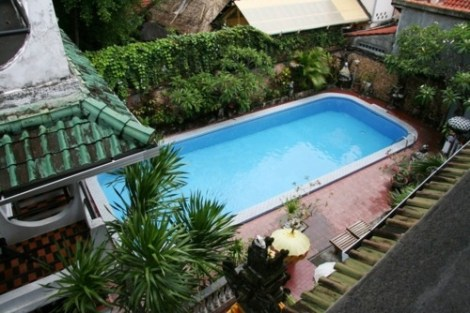 La piscine du Lima Satu Cottages