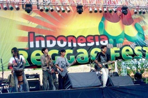"""Musiciens - Indonesian reggae festival 2011 : """"One love, one heart"""""""