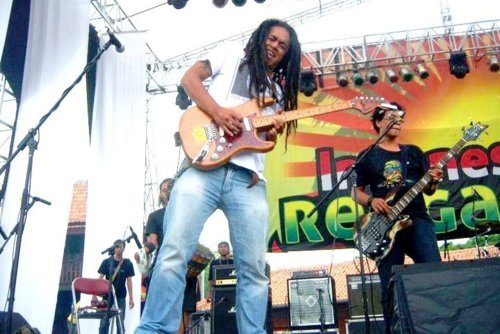 "Ray D'Sky - Indonesian reggae festival 2011 : ""One love, one heart"""