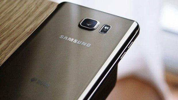 В России резко подешевел флагманский смартфон Samsung
