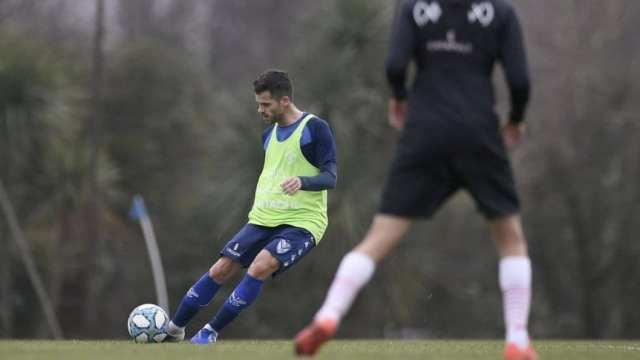 Gago volvió a jugar en el amistoso entre Vélez y Huracán