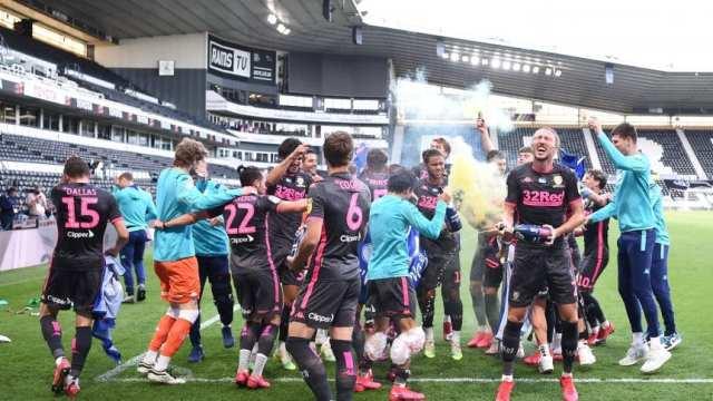 Pasillo, chicana, gol anulado y remontada: el minuto a minuto del triunfo de Leeds sobre Derby County
