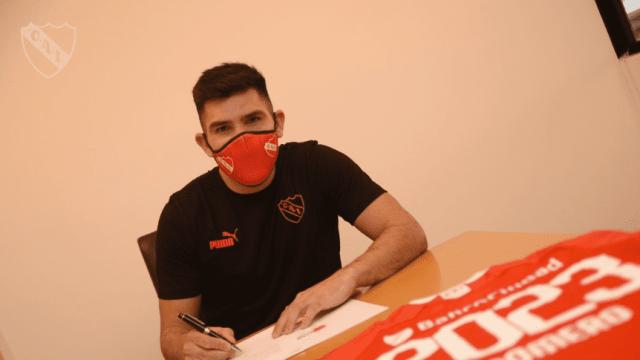 Silvio Romero firmó su nuevo contrato con Independiente