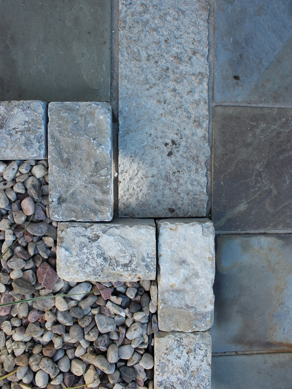 Limestone curbing retaining stone mulch