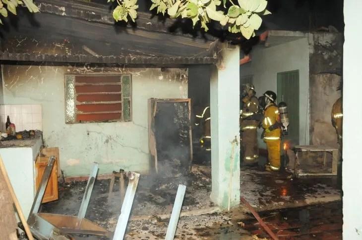 El incendio se produjo en la madrugada de este lunes en el barrio Sajonia