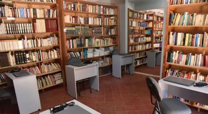 Biblioteca. La  biblioteca municipal del pueblo es una de las más grandes del Departamento de Cordillera.