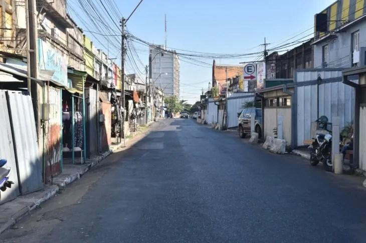 La mayoría de los pequeños comercios han cerrado para evitar el brote del coronavirus en el país.