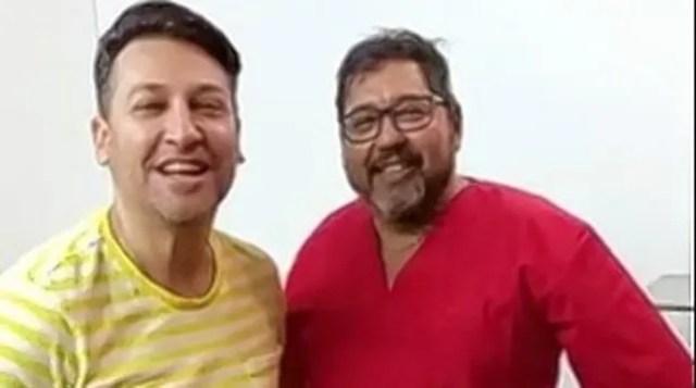 El médico Daniel Ojeda con el cantante Pablito Ruiz.