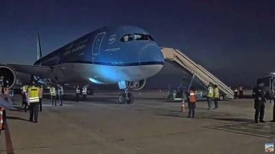 Las 864.000 dosis de la vacuna Covishield llegaron en un vuelo regular desde Países Bajos.