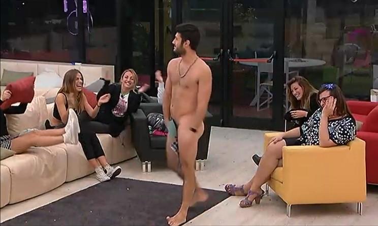 Grande Fratello 14 in diretta dalla casa Simone si spoglia davanti alle telecamere  UrbanPost