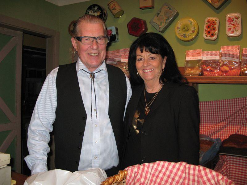 Stig-Martin Lindgren och Britt-Marie Lindgren i brödboden