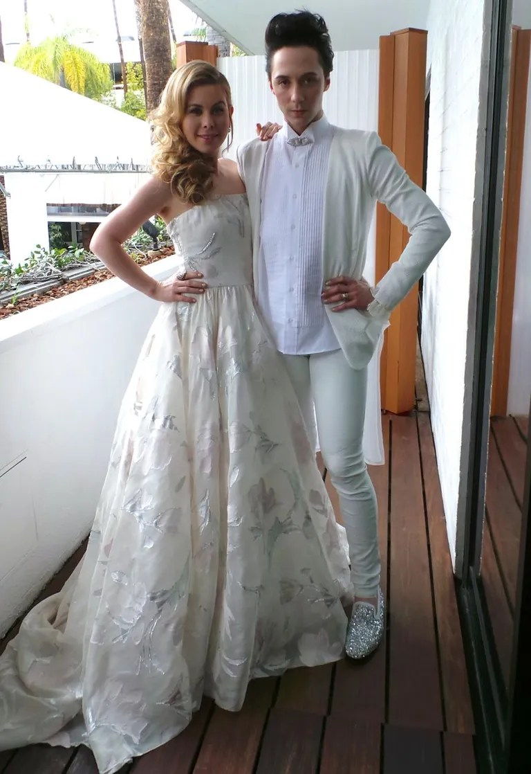 Johnny Weir and Tara Lipinski Debut Their ColorCoordinated Oscars Outfits Talk That SNL
