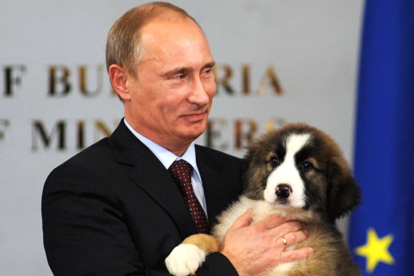 https://i0.wp.com/media.vanityfair.com/photos/553e4307db753b82389c725f/master/pass/vladimir-putin-dog-george-w-bush.jpg