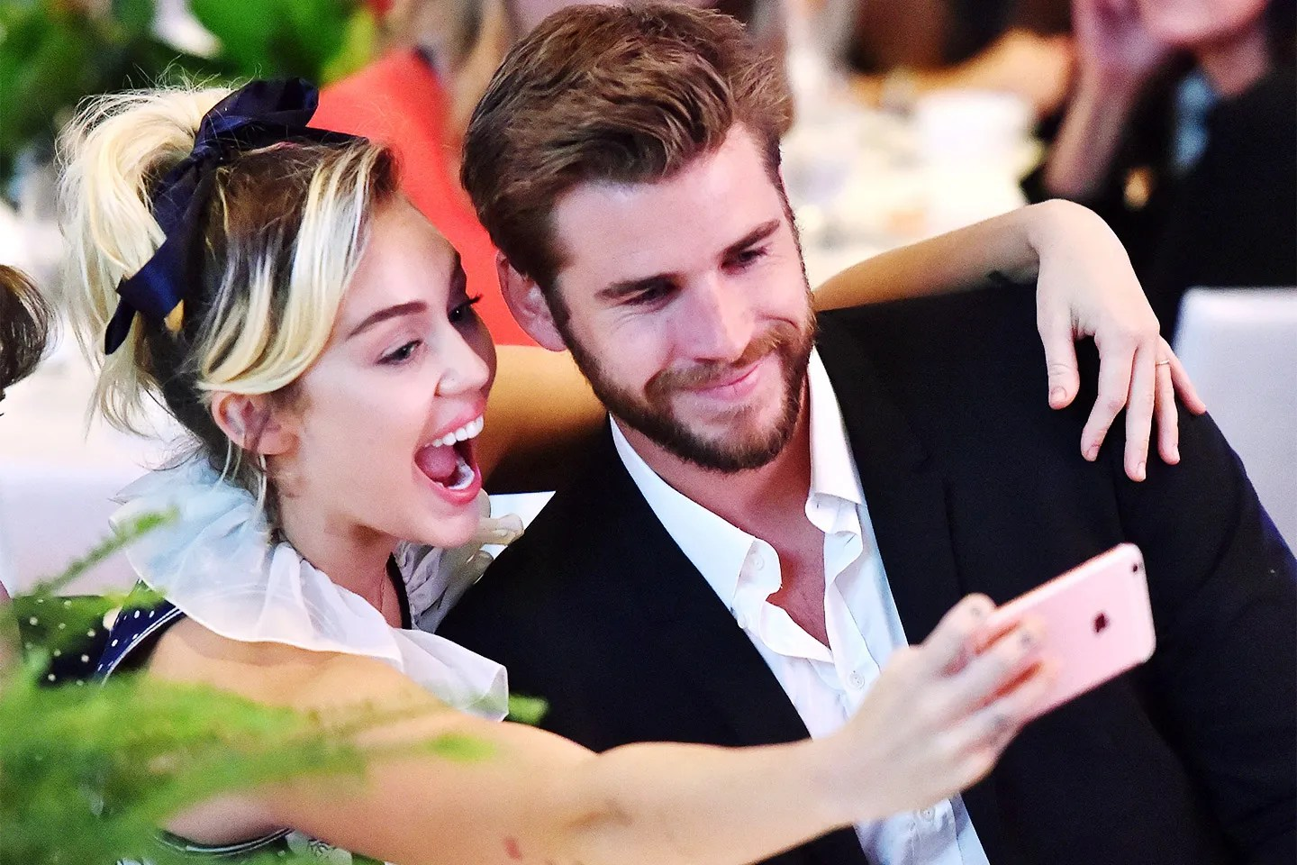 Miley Cyrus S Mom Addresses Those Liam Hemsworth Wedding Rumors Vanity Fair