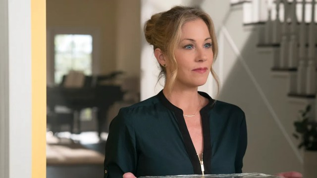 review: christina applegate tears into a career-best role on