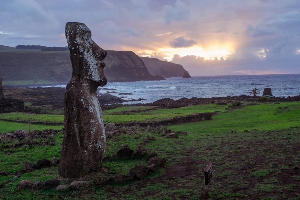 öar i Sydamerika, ö i Chile, öar i Chile, statyerna på Påskön