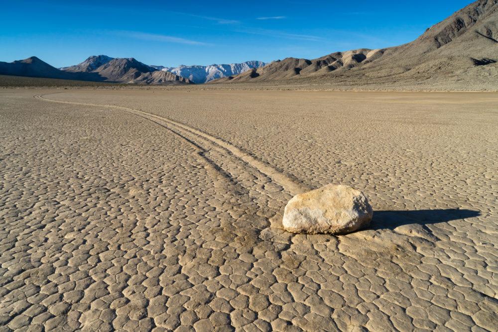 I Death Valley rör stora stenar på sig – helt av sig själva