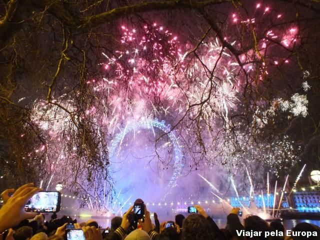 O registro do show de fogos no Réveillon 2013 na London Eye que a Estela Denk fez :)