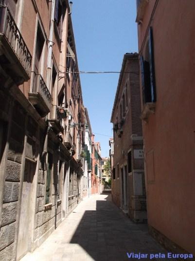 Ruas estreitas de Veneza.