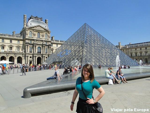 O Louvre de dia :D
