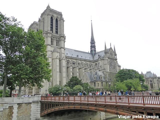 A Notre Dame também é nude!