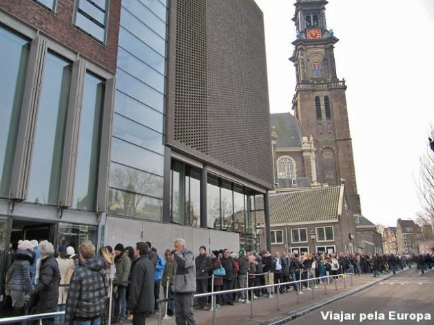 Fila para entrada na Casa/Museu Anne Frank.
