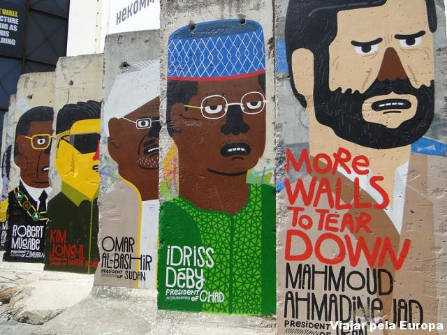 Pedaços do muro espalhados pela cidade