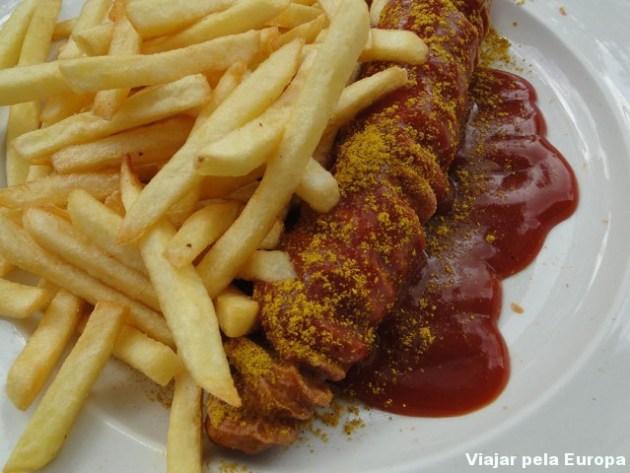 Currywurst com batatas fritas... hummm
