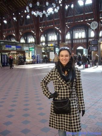 Nathalia Arduini na Estação Central de Copenhague