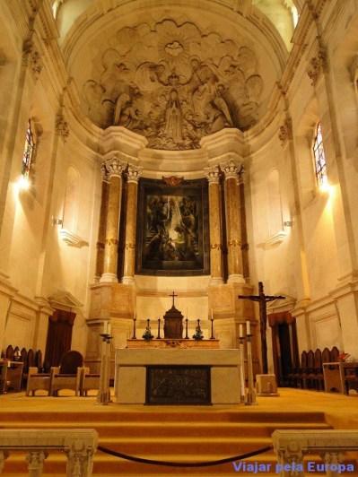 Interior da Basílica no Santuário de Fátima.