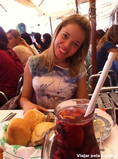 Almoço com sangria na Ribeira do Porto.