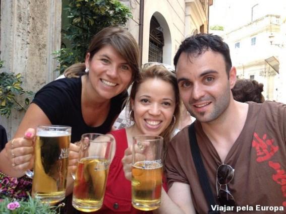 Naiara Back, Gisele Almeida e Daniel Kifarkis em Roma.