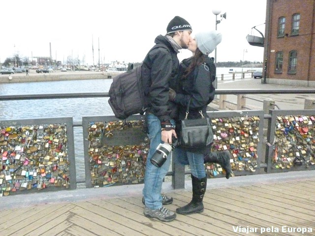 Ponte dos cadeados do amor em Helsinque.