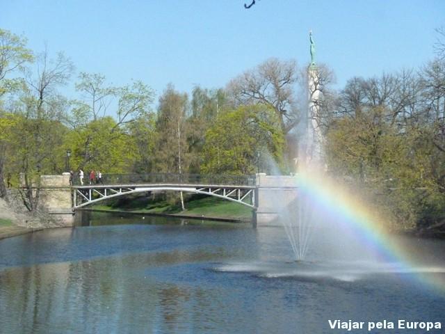 E o parque ficou ainda mais lindo com um arco-íris na fonte !