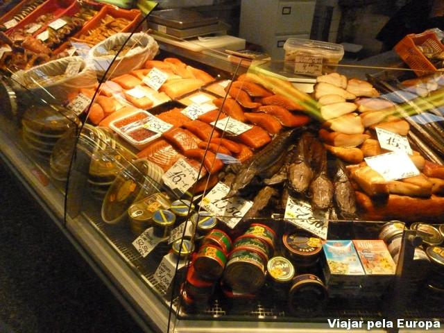 Mercado Municipal - peixes e conservas.