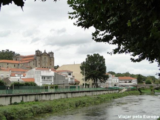 Catedral de Padrón vista da praça. Ótimo lugar para descansar :)