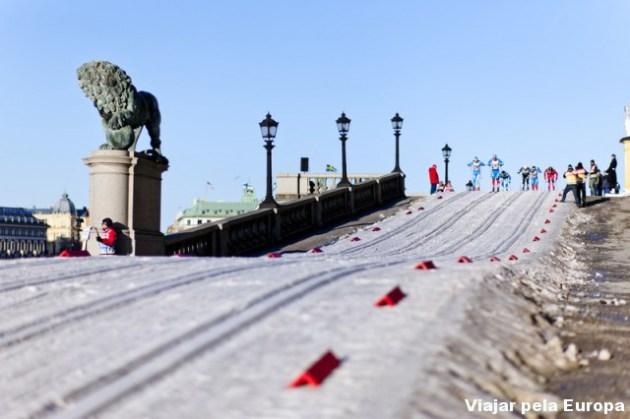 Muito top esquiar em Estocolmo com esse visual. Foto por - Henrik Trygg