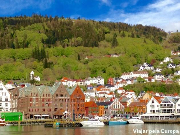 A charmosa Bergen e suas cores.