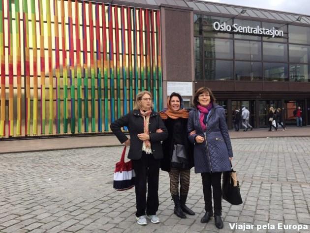 Karen, Eliane e Lotti na Estação Central de Oslo - Noruega.