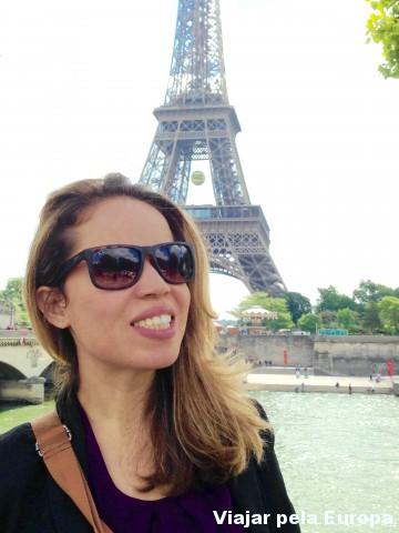 Divando com o Sena e a Torre Eiffel de fundo :D