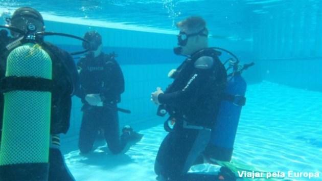 Testando as técnicas de mergulho em Creta. Foto: Blue Adventures Diving