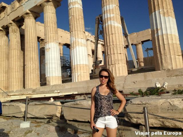Look comfy para um passeio pela Acrópole de Atenas.