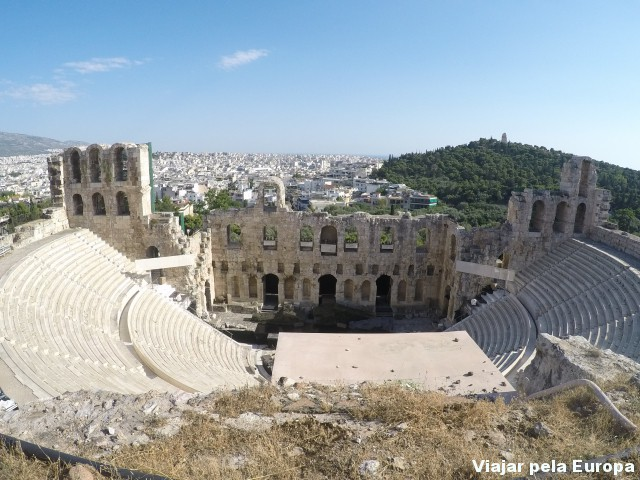 Teatro de Dioníso visto - Acrópole de Atenas.
