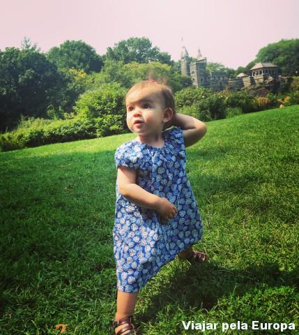 Olha a Nicole fazendo poses no Central Park. Pensa em alguém ama brincar nessa grama :D