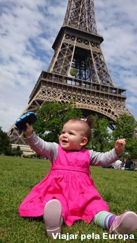 Nicole, nossa mini-viajante em Paris.