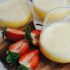 Banan och passionsfrukts smoothie