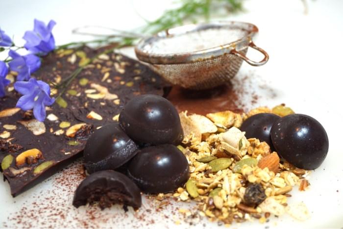 Mörk raw chokladkaka - en nyttigare choklad